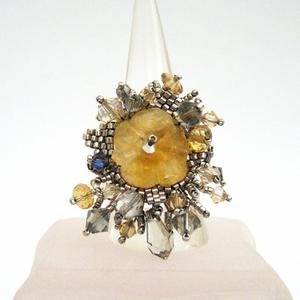 Кольцо с цветком из цитрина